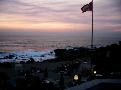 Päikseloojang Porto rannas